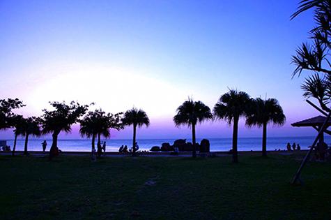 アラハビーチ 夕方の幻想的な写真