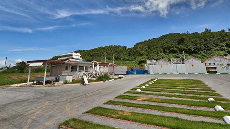 大型の無料駐車場,宿やパーラーをご利用のお客様は大型の無料駐車場を完備しております